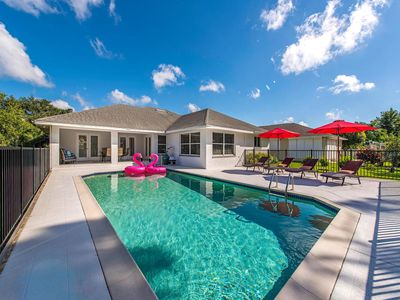 Photo for ENDLESS SUMER -South facing pool, High ceilings, Plenty of Room!