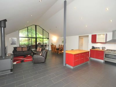 Photo for Wattlebird House - spacious, modern, light and comfortable.