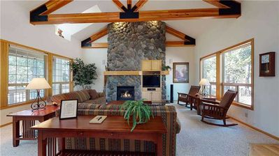 Photo for 33 Oregon Loop: 4 BR / 4.5 BA home in Sunriver, Sleeps 8