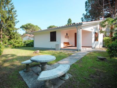 Photo for 2 bedroom Villa, sleeps 6 with Air Con and Walk to Shops