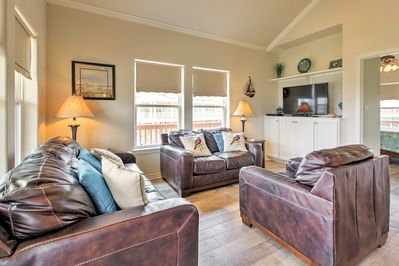 Decompress in this living space, equipped with leather furnishings and a flat-screen cable TV.