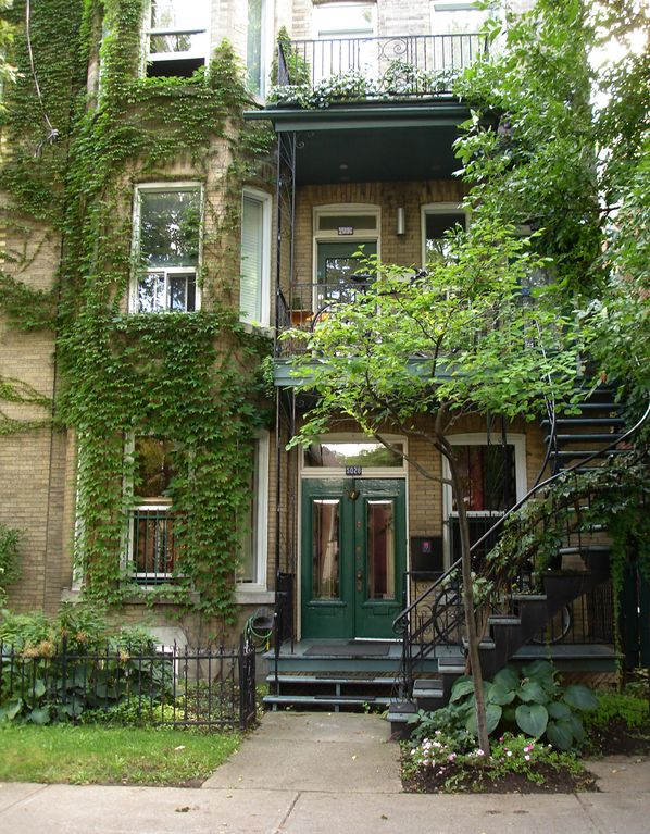 Montreal apartment flat montr al homeaway for Cabin rentals in montreal canada