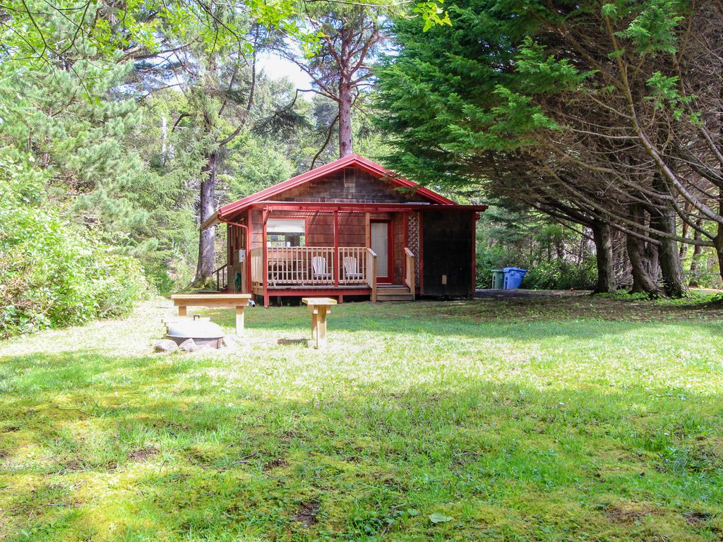 Dog friendly romantic cottage in the woods near beach for Romantic cabins oregon