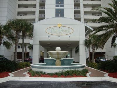 Entrance to the Pearl -- lugage carts to the left.