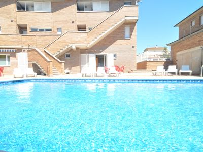 Photo for APARTMENT WITH POOL 2 MINUTES, ON FOOT, FROM THE BEACH.