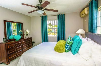 Photo for Island Getaway: Fully AC, Cozy 2 Bedroom Apartment