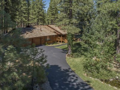 Photo for Luxury Reno-Tahoe Mountain Home On Mt. Rose Close To Lake Tahoe *Hot Tub & Sauna