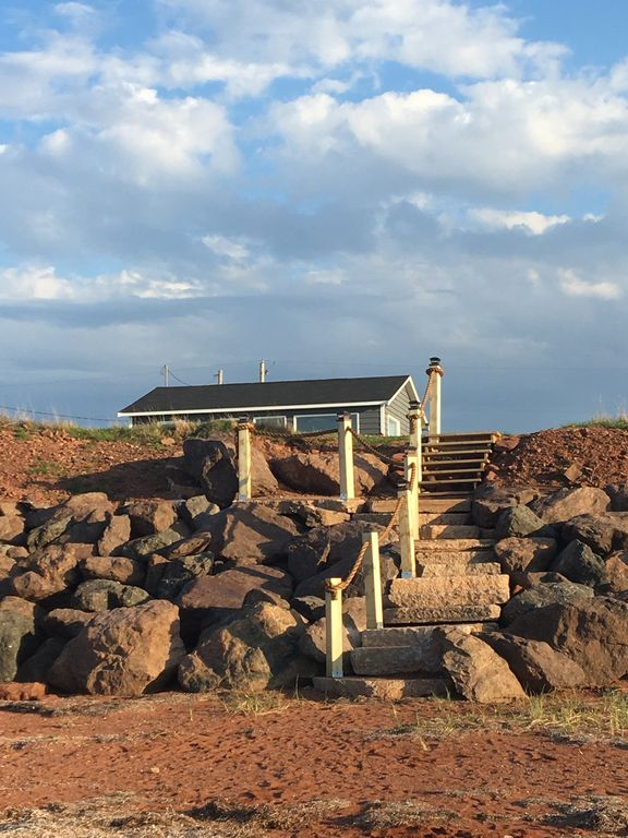 Awe Inspiring Oceanfront Jewel Getaway Pei Oceanfront Cottage Just Minutes From Cavendish New London Download Free Architecture Designs Viewormadebymaigaardcom