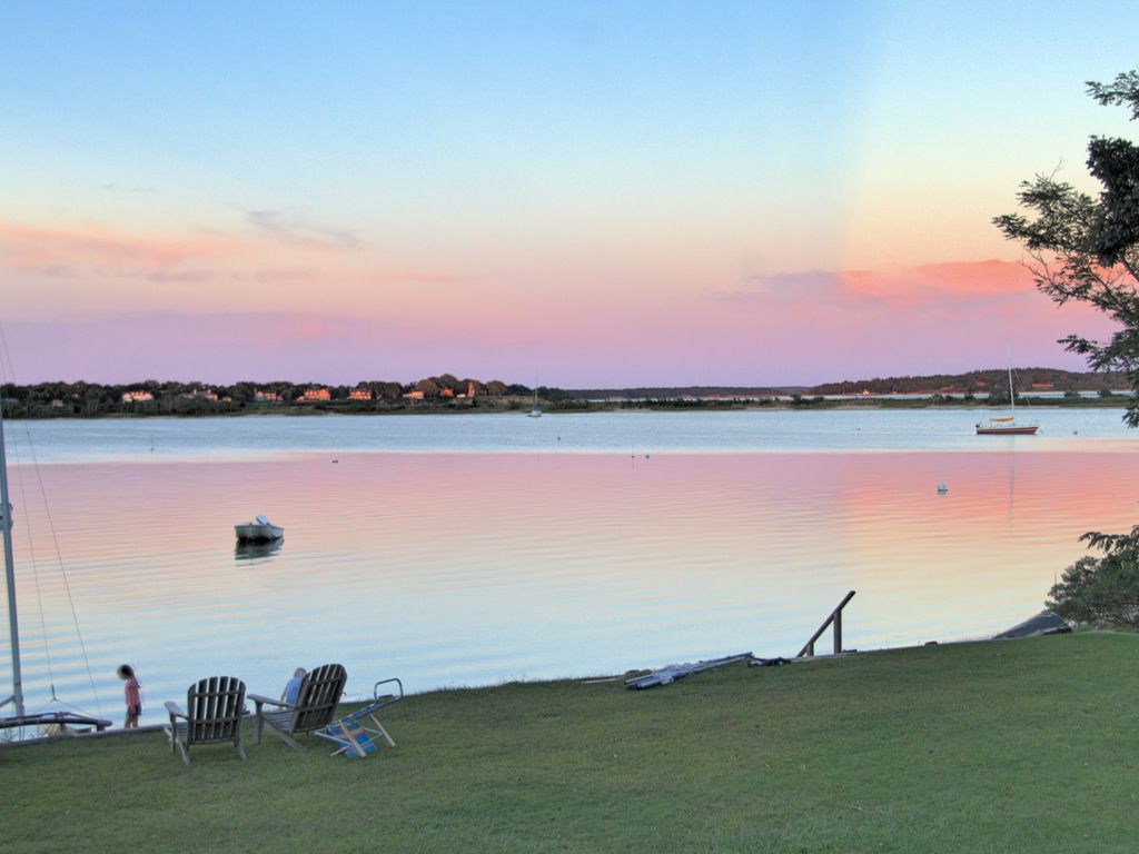Waterfront Home W/Private Beach And Lots Of Room To Swim, Play, And Relax
