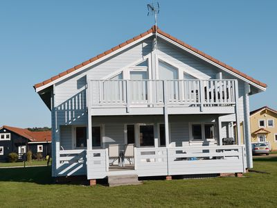 Photo for 2 bedroom accommodation in Fritton, near Great Yarmouth