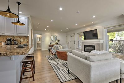 Escape to this luxury, centrally located abode for an ideal Palo Alto holiday!