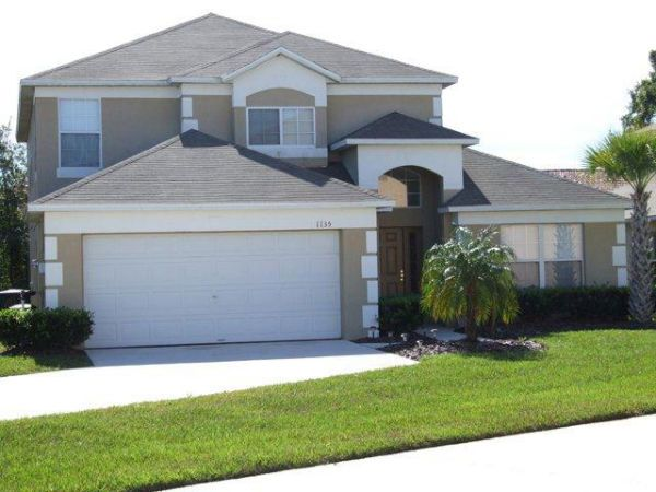 beautiful 5 bedrooms & 4 bathrooms home with a large south facing pool -  seasons