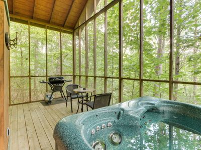 Photo for Dog-friendly log cabin w/hot tub, screened-in deck & heart-shaped jetted tub!