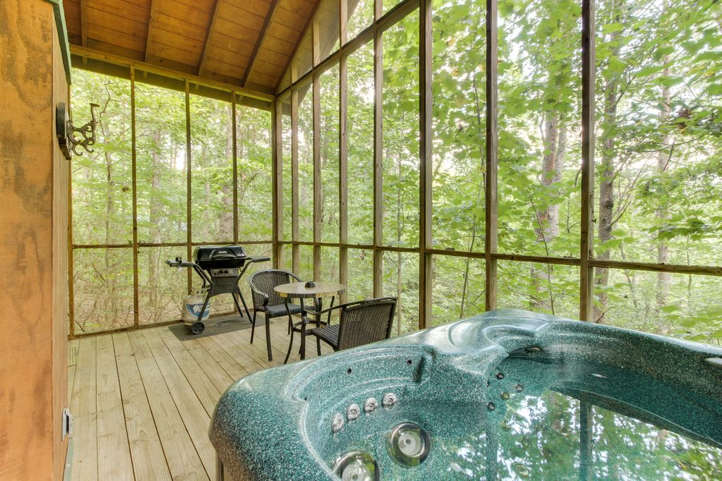 Dog Friendly Log Cabin Whot Tub Screened In Deck Heart Shaped