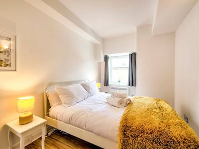 Photo for Stylish Central Apartment near Royal Mile