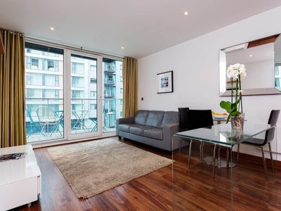 Photo for Contemporary Chelsea Bridge Apartment - One Bedroom Apartment (veeve)