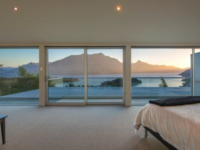 Photo for Queenscliff - large 4 bedroom holiday home with spa pool and outstanding views