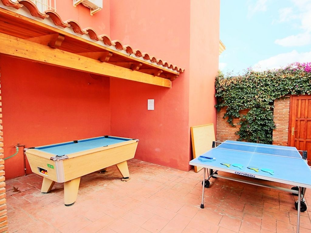 S Villa Near Coin With Private Pool Table Tennis - Table tennis and billiards table