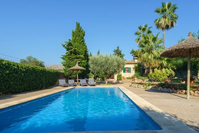 Fabulous Gardens with private swimming-pool