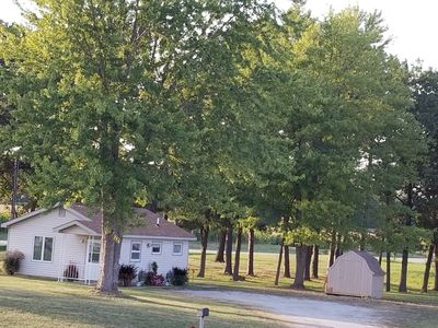 LAKE SHELBYVILLE  COTTAGE MINUTES FROM BOATING, HUNTING, AND FISHING