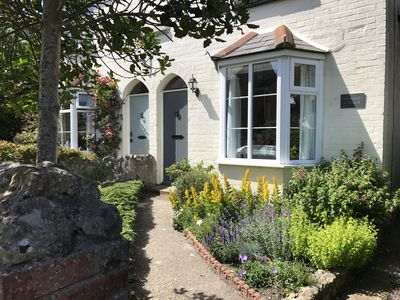 Photo for Delightful Victorian cottage with spacious garden in Niton village