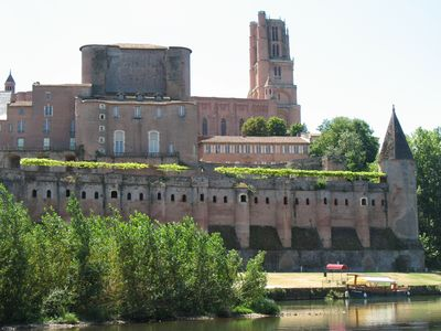 Photo for Steps From World Heritage Listed Cathedral And Toulouse-lautrec Museum