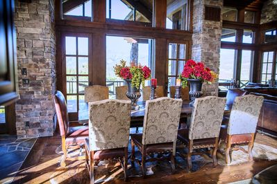 Dinning Area with Spectacular Mountain Views