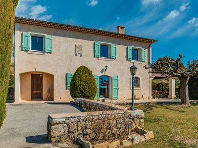 Photo for 4BR House Vacation Rental in Châteauneuf-Grasse, Provence-Alpes-Côte d'Azur