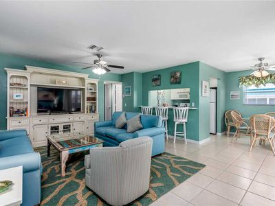 Photo for Unit B8: 2 BR / 2 BA partial gulf view in Sanibel, Sleeps 6