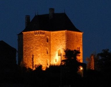 Chateau Peyruzel at night