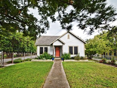 Photo for Clay Street Cottage - Downtown Kerrville
