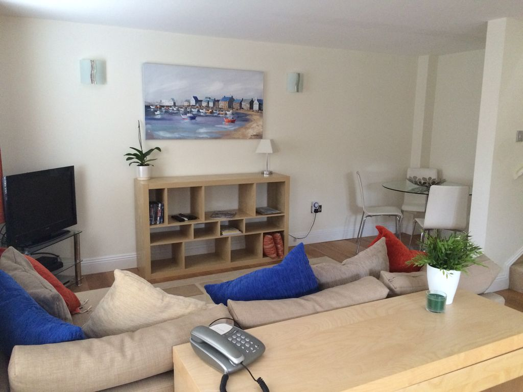 Modern Two Bedroom Townhouse Ringwood Town Centre