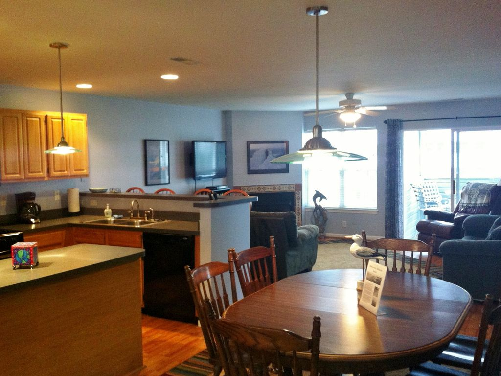 Bright End Unit With A Spacious Open Floor Vrbo