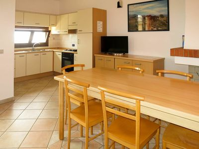 Photo for Cosy apartment for 8 guests with pool, WIFI, A/C, TV, balcony, pets allowed and parking