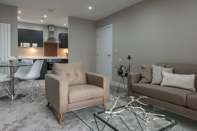 Spacious and stylish apartment with full kitchen and modern furniture