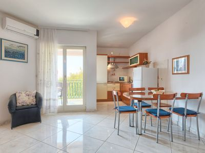 Photo for Apartment Mareonda in Rovinj - 4 persons, 1 bedrooms