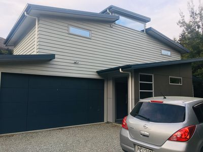 Photo for Spacious 3-bedroom house in Queenstown