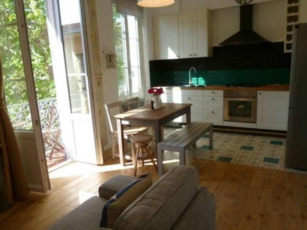 Antibes Holiday Apartment: 2 bed, 2 Bath in Old Town, close to, shops,