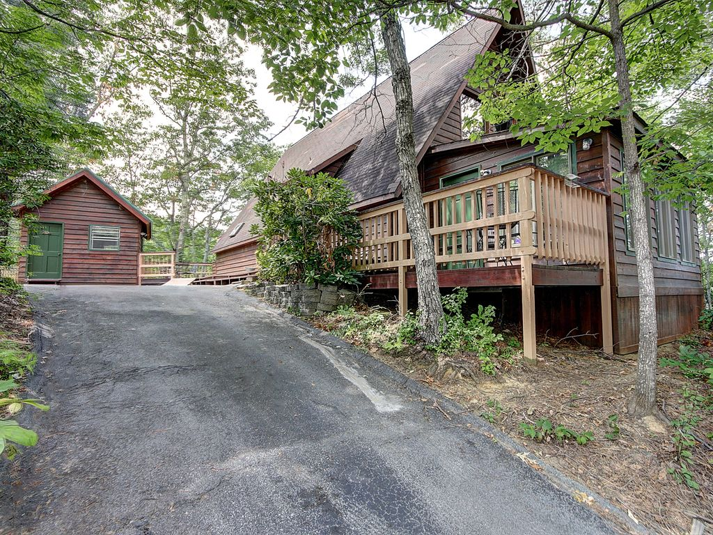Great Gatlinburg Location...Just minutes from town!