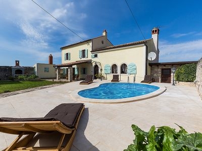 Photo for Luxury villa for up to 8 people with pool and garden not far from Vrsar