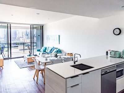 Photo for ★Elegant Water Front 2 Bed Apt★@ South Bank