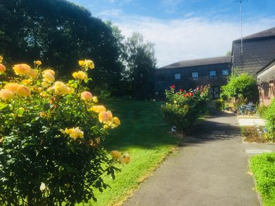 Photo for 2BR Apartment Vacation Rental in West Drayton, England