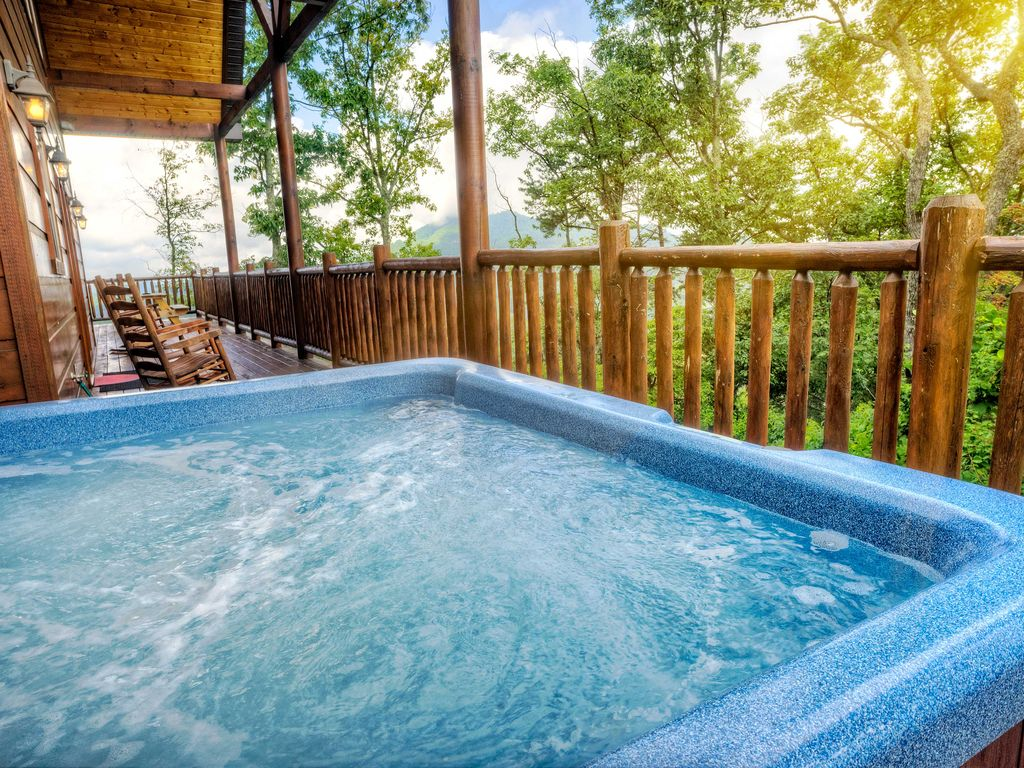 New wilderness 5br pigeon forge area cabin hot tub for Pigeon forge cabins with hot tub