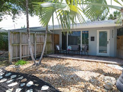 Photo for Duplex w/ large patio in the heart of town - walk to dining/shopping, dogs OK!