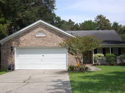 Adorable cottage in the heart of northern Myrtle Beach with large screened porch and close to the...