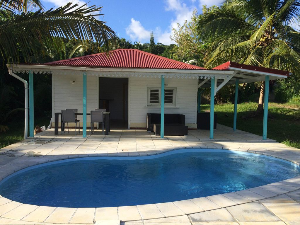 Charming bungalow with pool for 2 to 4 people 1476579 for Bungalow avec piscine martinique