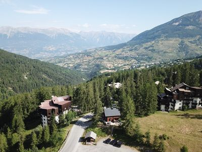 Photo for Chalet-aux-Orres, At the foot of the slopes, 5 minutes to shops, 9/11 people