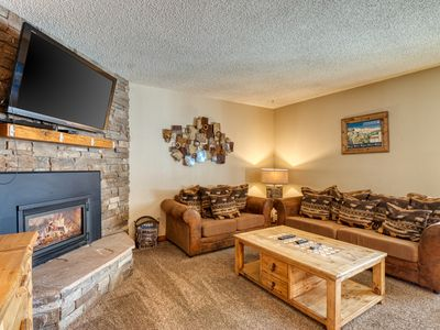 Photo for Upscale mountain condo close to chairlift w/ shared hot tub!