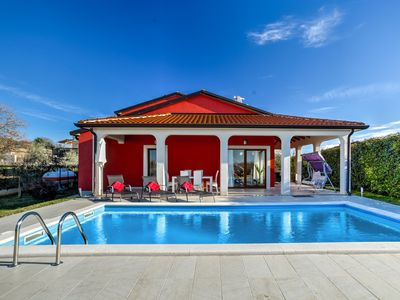 Photo for This 3-bedroom villa for up to 8 guests is located in Umag and has a private swimming pool, air-cond