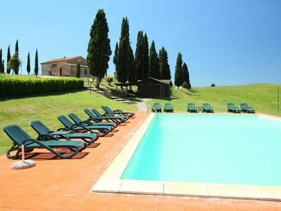 Photo for Nice apartment in villa for 8 guests with WIFI, pool, TV, pets allowed and parking, close to Siena